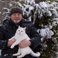Зимний автопортрет с кошкой :: Анатолий Мигов