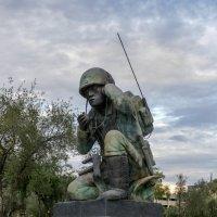 Памятник героям войны индейцам-радистам (г.Феникс, Аризона, США) :: Юрий Поляков