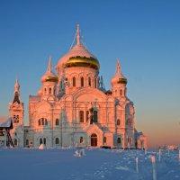 Белогорский монастырь в закатных лучах солнца :: Галина Ильясова