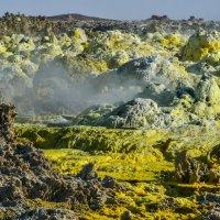 калийные соли кипят в кратере вулкана Даллоль :: Георгий