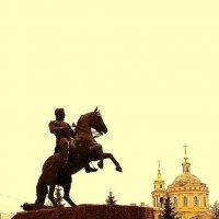 Памятник Ермолову и вид на Михаило-Архангельскую церковь в Орле :: Леонид Абросимов