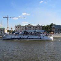 Теплоход на реке :: Вера Щукина