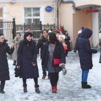 Гости столицы гуляют по Петровке! :: Татьяна Помогалова
