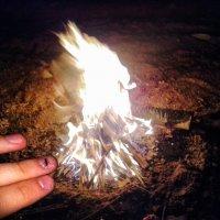 И ночь темна, и каждый хочет у огня согреться... :: Александр Ковальчук