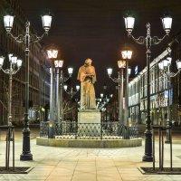 Памятник Гоголю на Малой Конюшенной улице :: bajguz igor