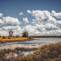 Святое озеро и монастырь. :: Александр Селезнев