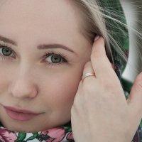 Света (Зеленый платок) :: Андрей Сурнин