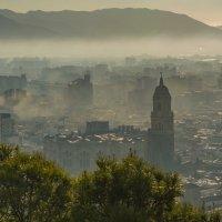 Малага в тумане :: Владимир Брагилевский