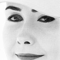Портрет молодой женщины, имитация рисунка. :: vladimir