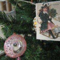 На ёлке новогодней игрушки и флажки :: Дмитрий Никитин