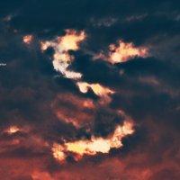 и посмотрел Он на землю и подумал, быть кровавой луне! :: Роза Бара