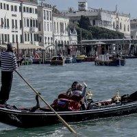 Venezia, gondola sul canal Grande. :: Игорь Олегович Кравченко