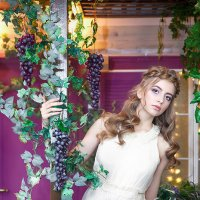 девушка и виноград :: Виктория