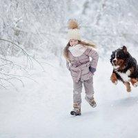 Зимняя прогулка Кати и Оливера :: Ольга Никонорова