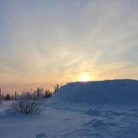 Солнце прячется за горку... :: Ирина Яромина