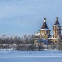 Пригород г.Конаково. Новая деревянная церковь на берегу р.Инюха. :: Михаил (Skipper A.M.)