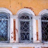 городские окна :: Наталья Сазонова