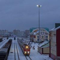 Пассажирский поезд Бийск-Барнаул под тепловозом ТЭП70БС-189 на станции Бийск :: Иван Зарубин