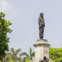 Калькутта.Монумент Шри Ауробиндо... :: Михаил Юрин
