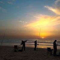 Море в Нетании — рыбалка :: Vladimir Dunye