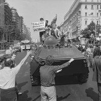 Москва, улица Горького, 19 августа 1991 года, 8ч.30м.утра. :: Игорь Олегович Кравченко