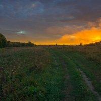 В парящем туманном пожаре восхода. :: Igor Andreev