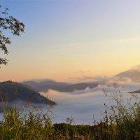 Разбуженный солнцем туман :: Сергей Чиняев