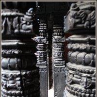 Деревянные колонны. Катманду. :: Алексей Хвастунов