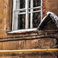 Окно с тюлевыми занавесками :: Eugene *