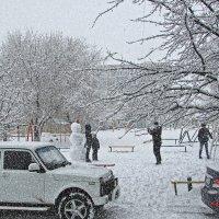Снегопад в марте :: Владимир