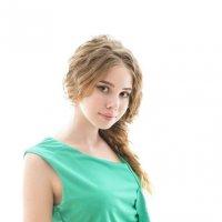 В зелёном платье :: Женя Рыжов