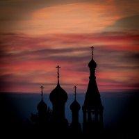 Рассвет над храмом :: Евгений