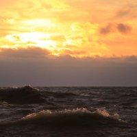 Пылал закат , кипело море ! :: valeriy khlopunov