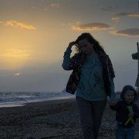 Возвращение с моря после заката :: Михаил Онипенко