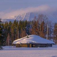 сарай на фоне финской горы :: Георгий