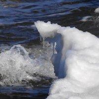 Творение воды, снега и мороза - плачет девушка у воды :: Маргарита Батырева