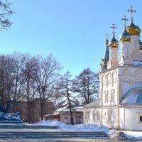 Рязань...Спасо-Преображенская церковь и памятник С. Есенину :: Galina Leskova