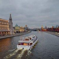 По Москве по реке :: Olcen Len