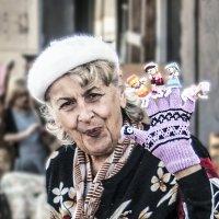 Продавщица кукол :: Евгений Дубинский