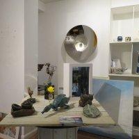 В интерьере выставочного зала отеля Брумхил :: Natalia Harries