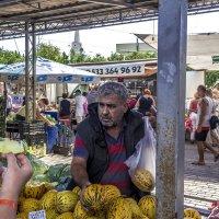 Продавец  на рынке в Кемере. :: Андрей Дурапов