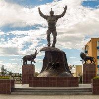 Памятник борцу :: Сергей Карцев