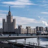 Мост в Зарядье. :: Владимир Безбородов