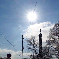 весеннее солнце над городом :: Елена