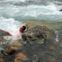 Жесть! Купание в горной реке. :: Anna Gornostayeva
