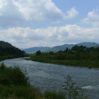 Река   Прут   и   Карпатские   горы   в   Делятине :: Андрей  Васильевич Коляскин