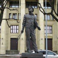 Памятник художнику А.А. Мыльникову :: Вера Щукина