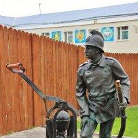 Памятник пожарному :: Natali Positive