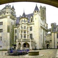 Замок Пьерфон вид со двора (chateau de Pierrefonds) :: Георгий