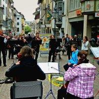 швейцарский уличный оркестрик... :: Александр Корчемный